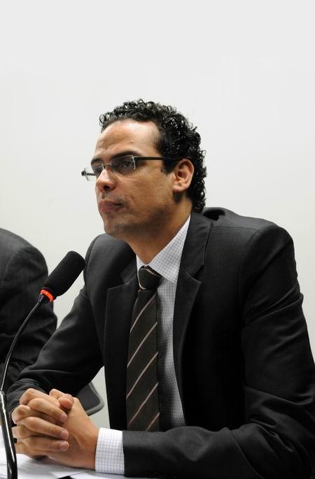 Dr. Paulo Abrão Pres. C.A.450x685